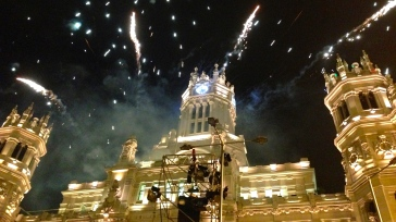 After the Carnival, I had a front row view of the fireworks show behind Plaza Cibeles on valentines day.