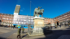 The horse statue in the center of Plaza Mayor.