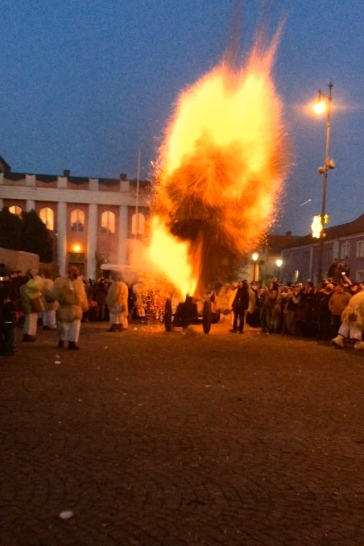 The busós parade through the city all day, as cannons fire and folk music blares through the city.
