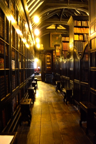 Doesn't this image just radiate warmth? The smell of the old books and wooden bookcases was so comforting for a bookworm like me.