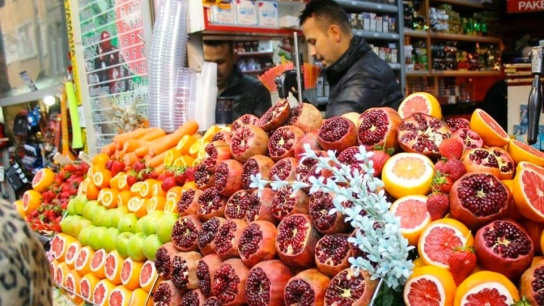 To go along with the tasty street food, freshly squeezed orange and pomegranate juice is available all over.