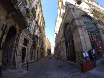 Weekend getaway at Bordeaux (South France), a wine-tasting journey.